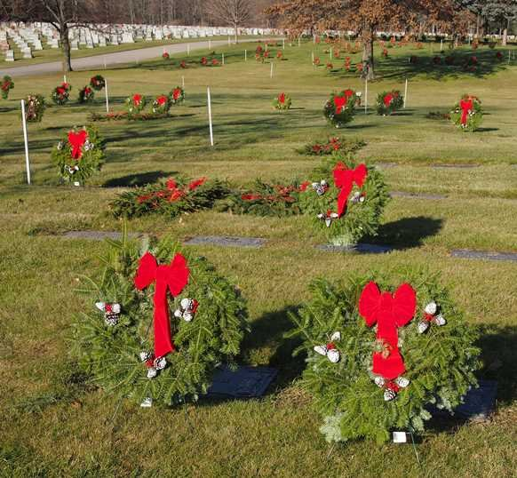 albany diocesan cemeteries christmas decoration program - Christmas Grave Decorations