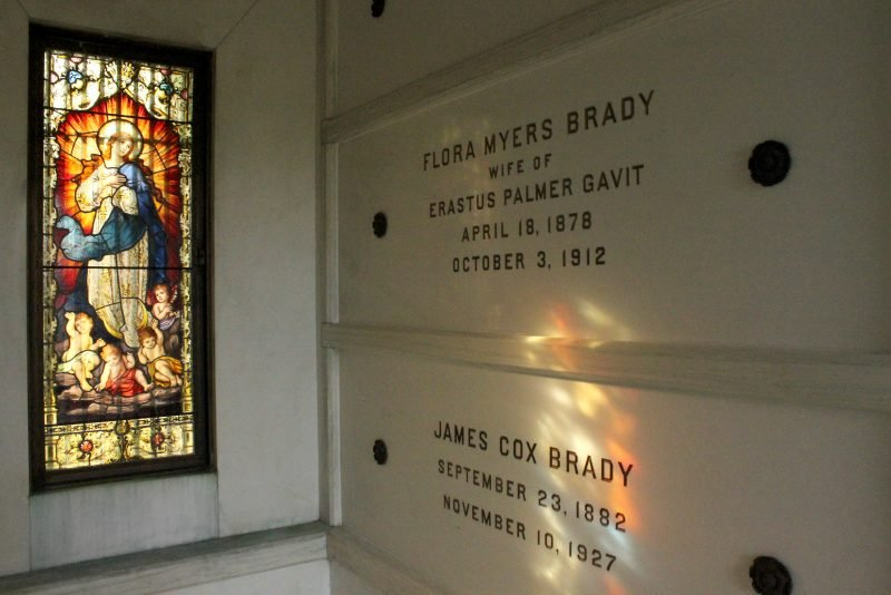 Brady mausoleum, inside detail
